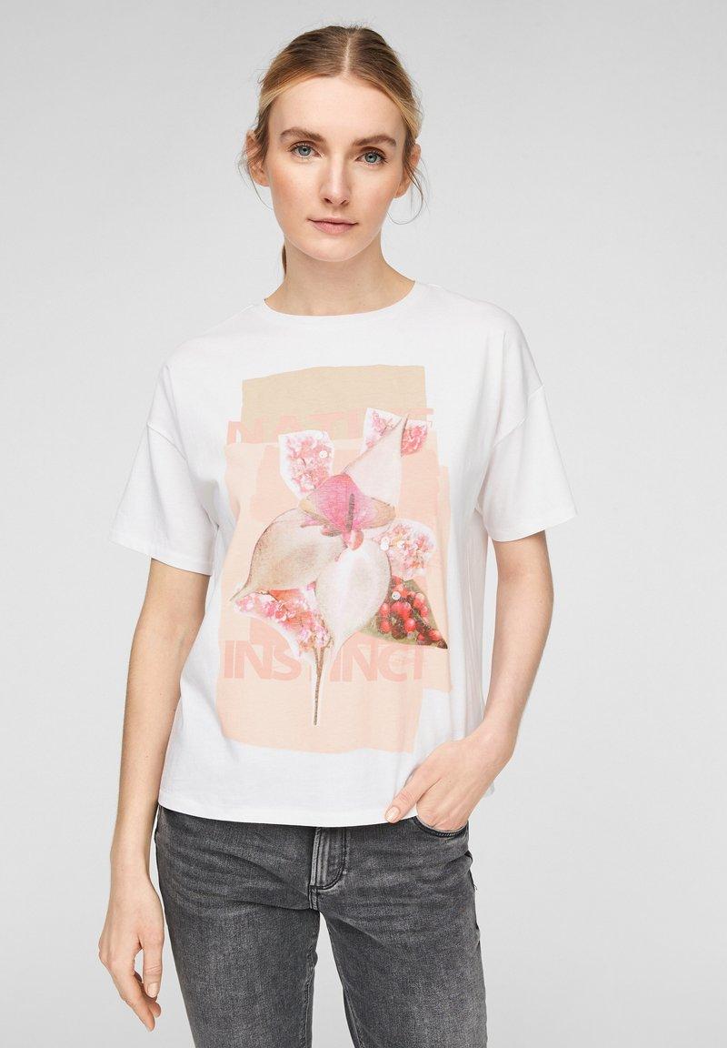 Q/S designed by - MIT PAILLETTEN - T-shirt print - white placed print