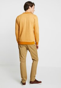 GAP - V-SLIM STRETCH - Jeans slim fit - mission tan - 2