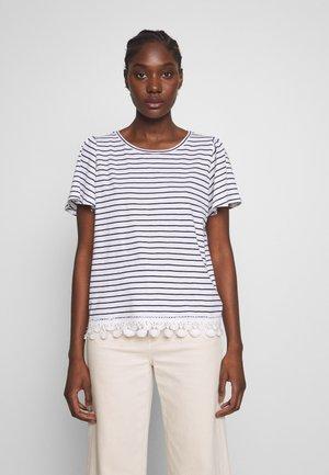 OBOHEMIA - Print T-shirt - ecru/bleu marine