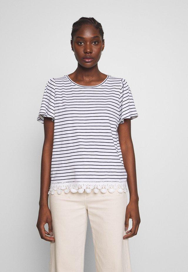 OBOHEMIA - T-shirts print - ecru/bleu marine