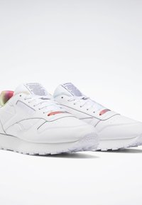 Reebok Classic - CLASSIC LEATHER PRIDE SHOES - Trainers - white - 4