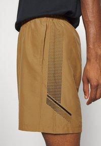 Under Armour - GRAPHIC SHORTS - Pantalón corto de deporte - yellow ochre - 5