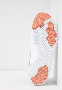Nike Performance - RENEW IN-SEASON TR 9 - Kuntoilukengät - atmosphere grey/echo pink/pink quartz/white