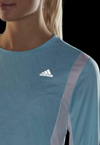 adidas Performance - OWN THE RUN 3-STRIPES RUNNING LONG-SLEEVE TOP - Long sleeved top - blue - 5