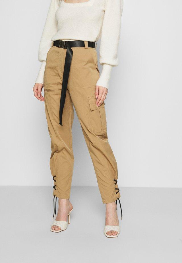 TRINA PANTS - Bukse - beige