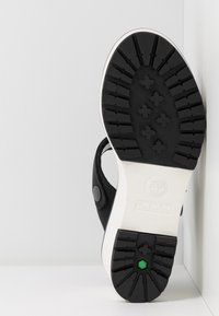 Timberland - KORALYN BAND WEDGE - Pantofle na podpatku - black - 6
