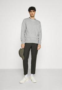 GANT - ORIGINAL C NECK - Sweatshirt - grey melange - 1