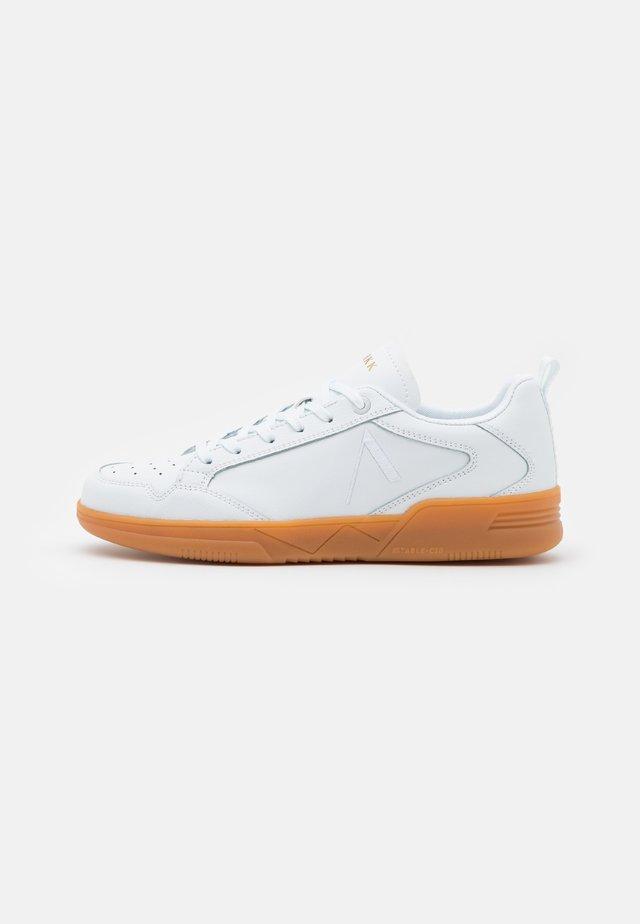VISUKLASS S-C18 UNISEX - Sneakersy niskie - white
