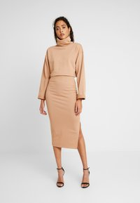 Missguided - LOOPBACK COWL NECK CROP AND LOOPBACK MIDAXI SKIRT SET - Sweatshirt - camel - 0