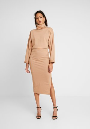 LOOPBACK COWL NECK CROP AND LOOPBACK MIDAXI SKIRT SET - Sweatshirt - camel