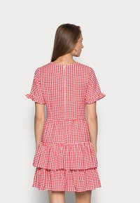 IN THE STYLE - JAC JOSSA GINGHAM TIE FRONT DRESS - Kjole - red - 2