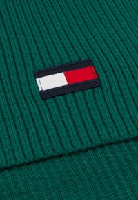 Tommy Hilfiger - BIG FLAG SCARF - Scarf - green - 2