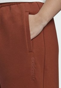 adidas Originals - CUFFED JOGGERS - Tracksuit bottoms - brown - 3