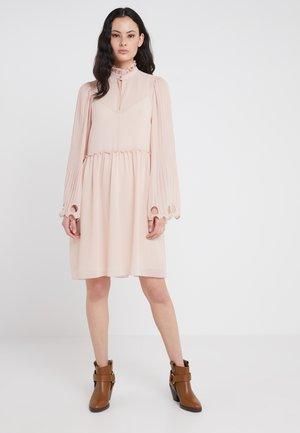 Koktejlové šaty/ šaty na párty - smoky pink
