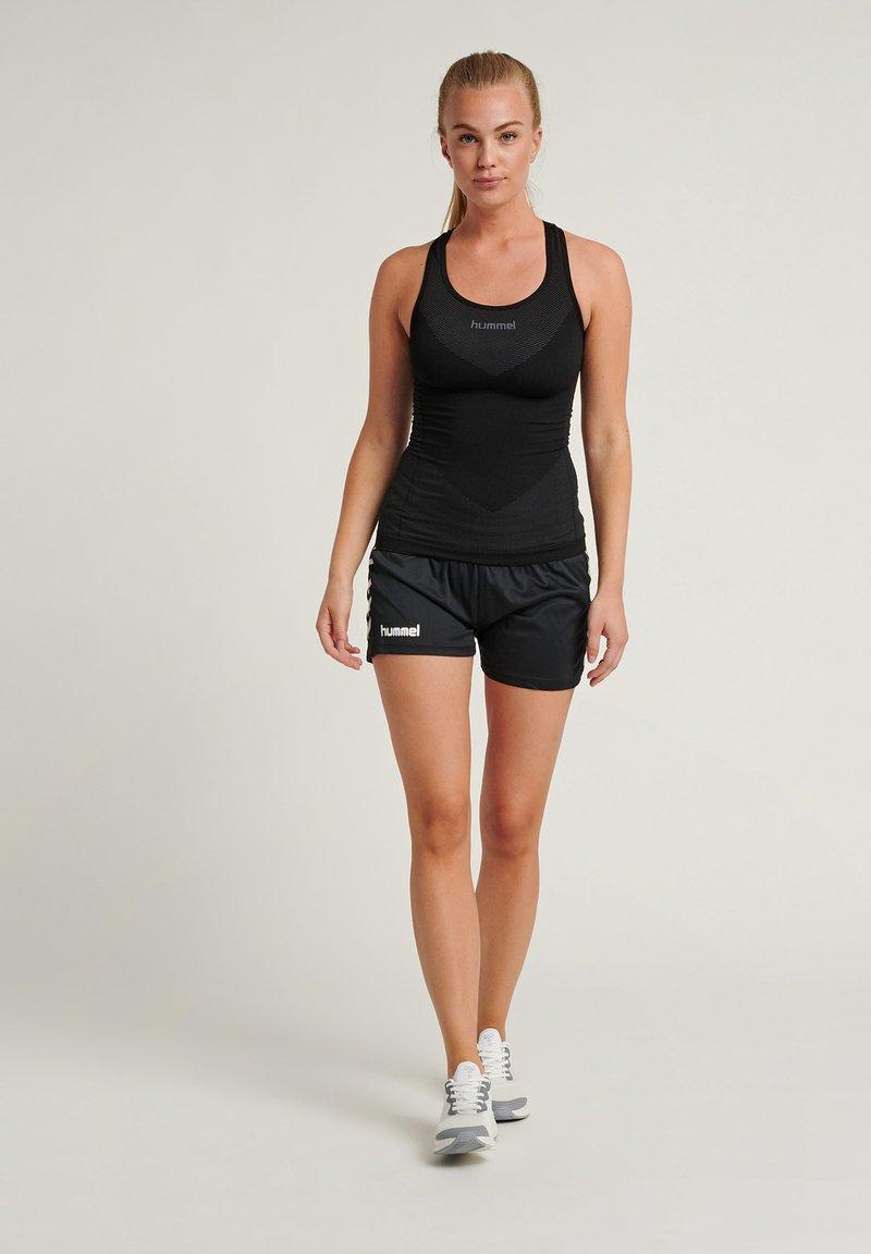 Hummel - CORE - Korte sportsbukser - mottled black
