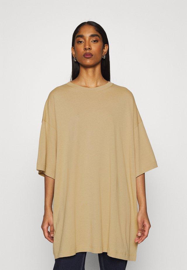 HUGE - T-Shirt basic - dark beige
