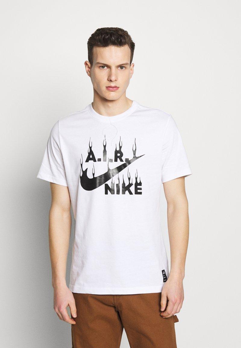 Nike Sportswear - M NSW TEE SSNL  - T-shirt con stampa - white