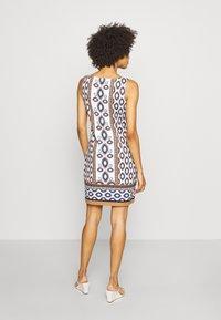 comma - ÄRMELLOS - Žerzejové šaty - blue ink - 2