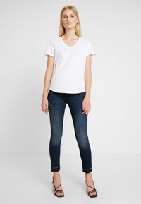 Herrlicher - PIPER SLIM CROPPED - Jeans Skinny Fit - attached - 1
