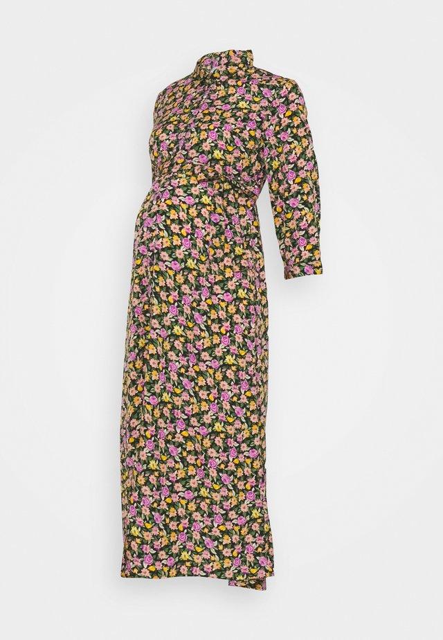 PCMROSIA - Skjortklänning - black/dewberry