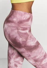 Free People - GOOD KARMA TIE DYE LEGGING - Legging - wine - 3