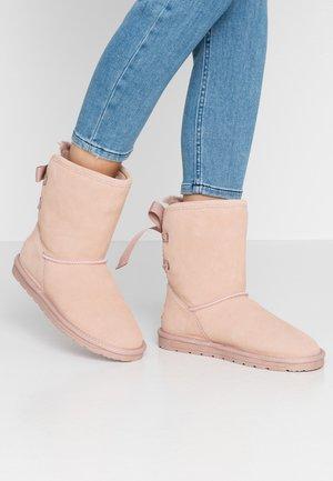 LUNA BACK - Kotníkové boty - dusty nude