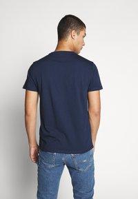 Tommy Jeans - CHEST LOGO TEE - Camiseta estampada - black iris - 2