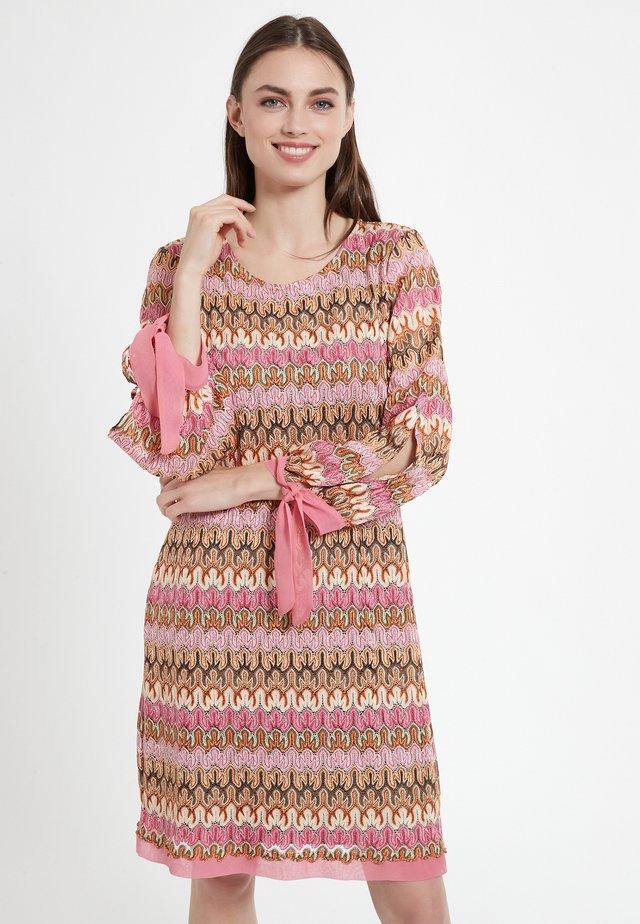 Gebreide jurk - rosa