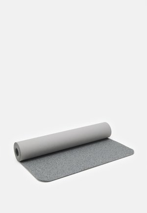 EVOLVE YOGA MAT 5 MM - Fitness / Yoga - light smoke grey