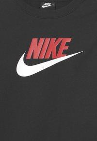 Nike Sportswear - CLUB CREW - Sweatshirt - black/university red - 2
