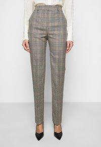 Victoria Victoria Beckham - DRAINPIPE CHECK TROUSER - Trousers - cream check - 0