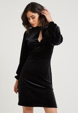 ZALANDO X NA-KD - Žerzejové šaty - black