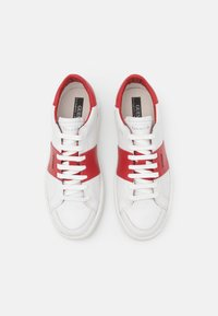 Guess - VERONA STRIPE  - Trainers - white/red - 3
