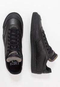 Nike Sportswear - DROP TYPE PRM - Sneakersy niskie - black/white - 2