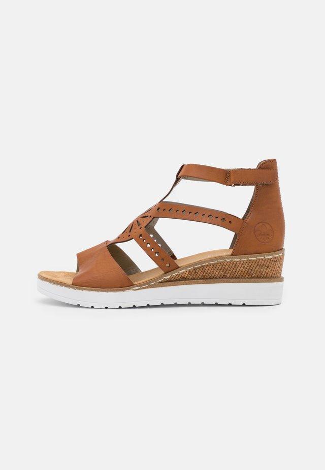 Sandales à plateforme - braun