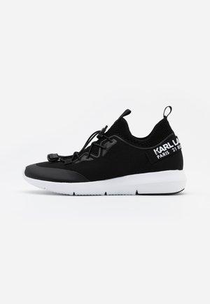 VITESSE CHAKRA CROSSLACE - Sneakers - black