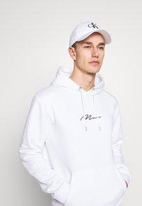 Calvin Klein Jeans - MONOGRAM UNISEX - Casquette - white - 1