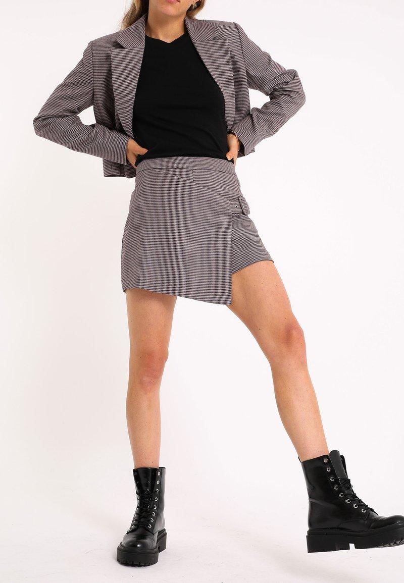 Pimkie - MIT HAHNENTRITTMUSTER - Wrap skirt - violett
