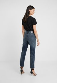 DRYKORN - MOM - Jeansy Relaxed Fit - mid blue wash - 2
