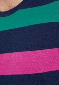 Finn Flare - Print T-shirt - dark blue - 5
