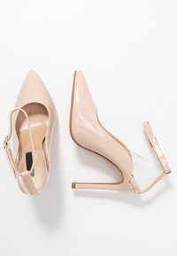 Lost Ink - POINTED HIGH COURT WITH ANKLE STRAP - Escarpins à talons hauts - nude - 3