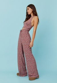 PULL&BEAR - MIT PRINT - Trousers - red - 4