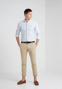 Polo Ralph Lauren - FLAT PANT - Pantalon classique - classic khaki - 1