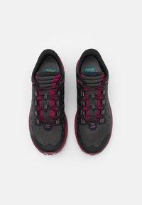 La Sportiva - KARACAL  - Běžecké boty do terénu - hibiscus/flamingo - 3