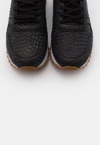 Woden - YDUN CROCO II - Sneakers laag - black - 5