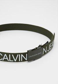 Calvin Klein Jeans - LOGO BELT UNISEX - Pásek - green - 1