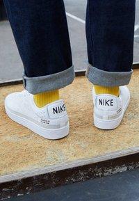 Nike Sportswear - BLAZER LOW - Baskets basses - white, black - 6