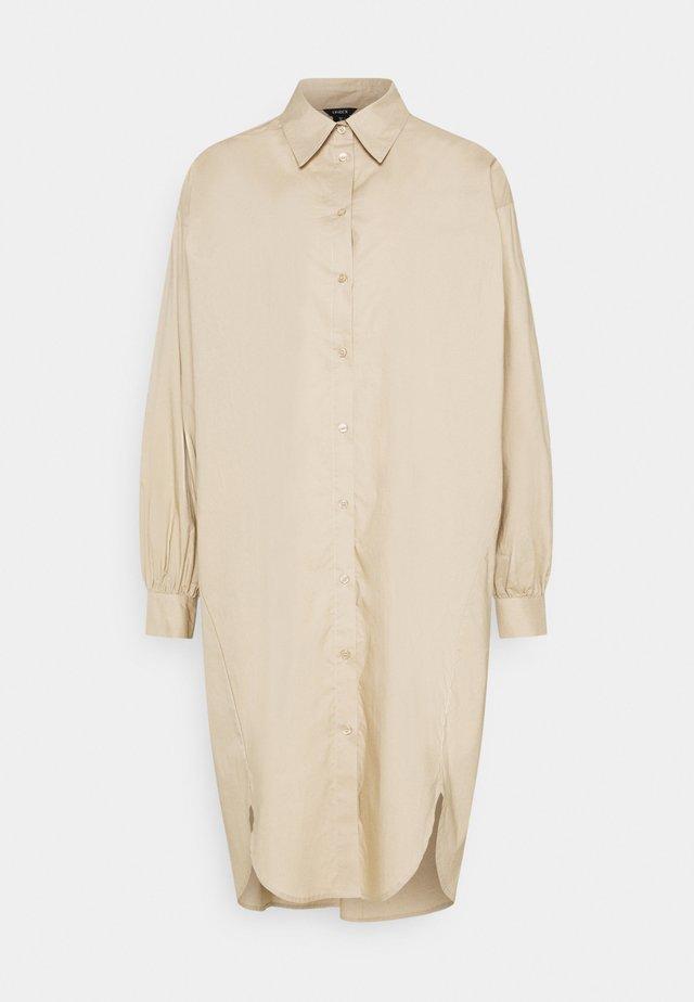 DRESS HOLME - Sukienka koszulowa - beige