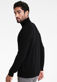 Benetton - BASIC ROLL NECK - Pullover - black - 2