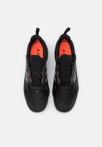 adidas Performance - TERREX SWIFT R3 GORE-TEX - Fjellsko - core black/grey three/solar red - 3